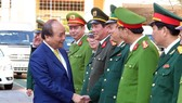 Prime Minister Nguyễn Xuân Phúc extends New Year wishes to the armed forces in Đà Nẵng City on Friday. — VNA/VNS Photo