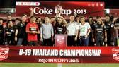 Đội U19 SCG Muangthong United giành chức vô địch Coke Cup 2015