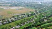 Một khu đất trống bên đường Nguyễn Văn Linh, TPHCM. Ảnh: THÀNH TRÍ
