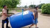 Tổng Công ty Điện lực miền Nam trao tặng 100 bồn nước loại dung tích 1.000 lít