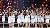 Ban tổ chức cuộc thi Hoa hậu hoàn vũ bất chấp thời tiết bất lợi, bão số 12 gây thiệt hại lớn ở Nha Trang, vẫn tổ chức đêm bán kết một cách hoành tráng