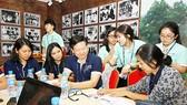 Sinh viên quốc tế và sinh viên Việt Nam trao đổi kinh nghiệm khởi nghiệp