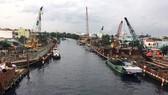 Nhiều dự án xây dựng kè kênh chống sạt lở đang được thi công khẩn trương