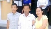 Bị cáo Nguyễn Văn Quyền cùng người thân sau phiên tòa sơ thẩm lần thứ 3