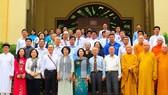 Phó Chủ tịch Bùi Thị Thanh chụp ảnh lưu niệm cùng đoàn đại biểu. Ảnh: daidoanket.vn