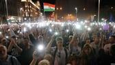 Người biểu tình tại Hungary đổ ra đường phố
