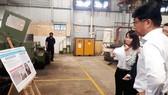Các chuyên gia đến từ Samsung kiểm tra tại nhà máy của Vinamit, sau khi DN này thực hiện đổi mới, cải tiến trong sản xuất