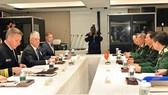 Bộ trưởng Quốc phòng Ngô Xuân Lịch trong cuộc gặp song phương với Bộ trưởng Quốc phòng Mỹ Jim Mattis