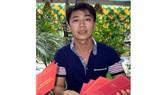Anh Nguyễn Đồng Đen với những chứng nhận qua 10 lần hiến máu nhân đạo