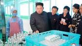Nhà lãnh đạo Kim Jong-un đến một cơ sở sản xuất mỹ phẩm ở Triều Tiên