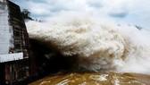 Tiếp tục xuất hiện áp thấp: Mở thêm 1 cửa xả đáy tại hồ Hòa Bình