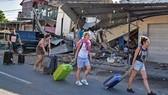 Nhật Bản lại đón bão, Indonesia gặp khó khăn sau động đất
