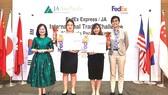 60 doanh nhân trẻ trình bày sáng kiến và sự hiểu biết về Kinh doanh Quốc tế