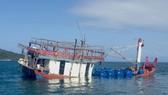 Chiếc tàu mắc cạn ở sông ngập mặn Daintree ở Far North Queensland, Australia, ngày 26-8-2018. Ảnh: THE GUARDIAN