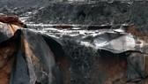 Vỡ đập bờ bao nhà máy phân bón, 45.000m³ chất thải tràn vào nhà dân