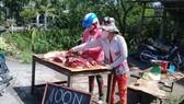  Thịt heo bán lề đường ở Bến Tre ngày 27-6 giá 100.000 đồng/4kg