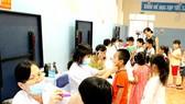Vệ sinh sạch sẽ, thường xuyên kiểm tra sức khỏe nhằm phòng ngừa các bệnh truyền nhiễm