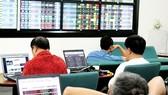 """Thị trường chứng khoán Việt Nam ngày 11-10 : """"Bốc hơi"""" 7,2 tỷ USD"""