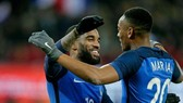 Cả Lacazette và Martial đành ngồi nhà coi World Cup 2018