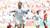 Ronaldo ăn mừng bàn thắng thứ 4