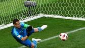 Thủ thành Akinfeev sắm vai Người yùng trận đấu, đưa Nga vào tứ kết.