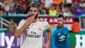 Karim Benzema ăn mừng bàn thắng trong giải tập huấn đầu mùa.