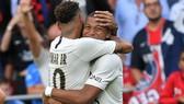 PSG phải bán Neymar hoặc Kylian Mbappe