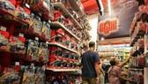 Một gian hàng bán đồ sản xuất tại Trung Quốc ở New York (Mỹ). Ảnh: THX/TTXVN