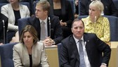 Thủ tướng Stefan Löfven (trái) trong cuộc bỏ phiếu tín nhiệm ngày 25-9. Ảnh: AP