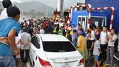 Kẹt xe, ùn ứ vì lái xe trả tiền mệnh giá thấp tại BOT Ninh An.