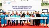 Các vị khách quốc tế được chào đón tại sân bay Tân Sơn Nhất