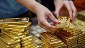 Giá vàng vẫn đứng ở mức cao
