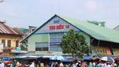 Chợ hóa chất Kim Biên tọa lạc giữa khu dân cư đông đúc của Q.5, được ví là 'chợ tử thần' giữa lòng TP.HCM vì nguy cơ mất an toàn về cháy nổ, vệ sinh an toàn thực phẩm