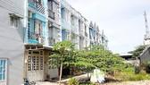 """Nhiều căn nhà """"3 chung"""" tại phường Thới An (quận 12) được giao dịch qua vi bằng, để lại hậu quả pháp lý khôn lường"""