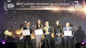 Đại diện các công ty nhận giải thưởng: Khang Điền – Kiến Á – Capitaland.