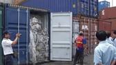 Tồn hàng nghìn container phế liệu do thiếu cơ chế phòng ngừa xa?
