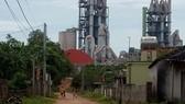 Nhà máy xi măng gây nguy hại nhà dân