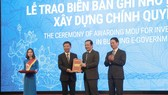 Lãnh đạo VNPT nhận biên bản ghi nhớ xây dựng chính quyền điện tử tỉnh Quảng Bình