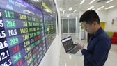 Lực cầu bắt đáy tăng, VN Index áp sát mốc 1.000 điểm