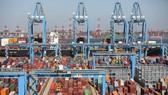"""Xuất khẩu của Trung Quốc bắt đầu """"ngấm đòn"""" thuế quan của Mỹ"""