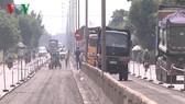 Nhiều đoạn phải khoanh vùng cả trăm mét trên Quốc lộ 1A để sửa chữa.