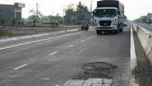 Khẩn trương khắc phục các vị trí hư hỏng mặt đường QL1