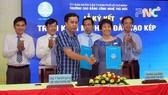 Bà Nguyễn Thị Lý, Hiệu trưởng TDC ký kết hợp tác với doanh nghiệp