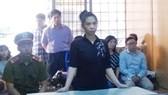 Bị cáo Nguyễn Thanh Nga nghe tuyên án. Ảnh: ÁI CHÂN