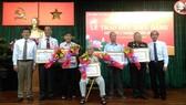 Quận 10, quận 11 trao Huy hiệu Đảng cho 122 đảng viên cao tuổi Đảng