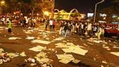 Rác ngập đường Tôn Đức Thắng (quận 1, TPHCM) sau một lễ hội