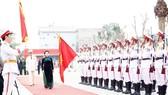 Chủ tịch Quốc hội Nguyễn Thị Kim Ngân duyệt đội danh dự