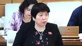 Chủ nhiệm Uỷ ban Về các vấn đề xã hội Nguyễn Thúy Anh trình bày báo cáo thẩm tra