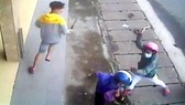 Nhóm thanh niên dùng hung khí chém 2 người phụ nữ ở khu phố Tây nhập viện