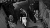 Hình một vụ trộm được camera ghi lại.